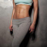 【男女別】腹筋を割る方法ベスト3|効果を高めるアイテム全集