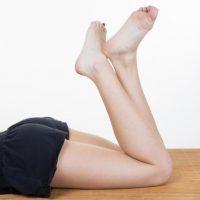 【モデル実践】足を細くする方法。短期間でふくらはぎ&太ももが痩せる?簡単な筋トレやマッサージ方法とは