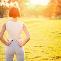 産後の体型を引き締めるには?お腹のたるみ解消アイテム活用法&運動を紹介